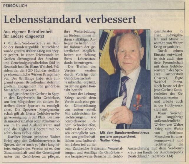 Walter Krieg mit seinem Bundesverdienstkreuz