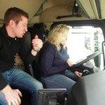 LKW-Fahrerin Verena Künne während ihrer TEST-Fahrt mit ACTROS