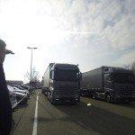 Gehörlose LKW-Fahrerin Verena Künne während ihrer ACTROS-Testfahrt