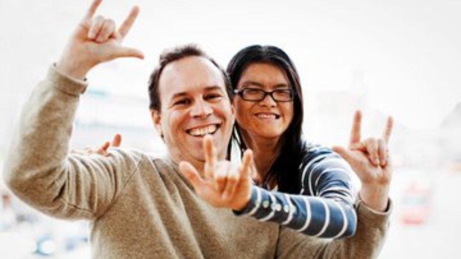 Gehörlose Cam Ly mit ihrem Mann